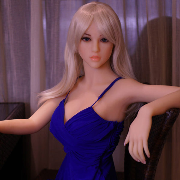 photo de la poupée sexuelle bots dolls sex doll tania 165cm