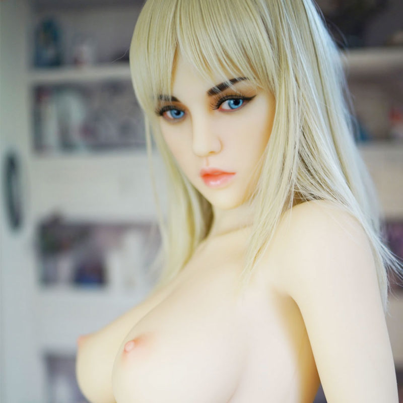 photo de la poupée sexuelle bots dolls sex doll faustine 155cm