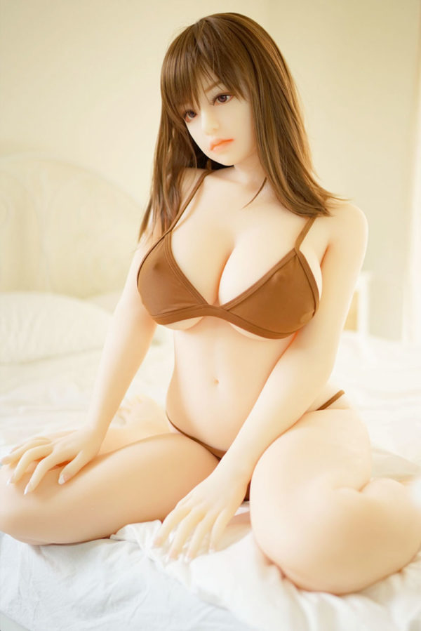 photo de la poupée sexuelle bots dolls sex doll ninon 160 cm
